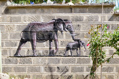 Elefant och hans lilla teckning Royaltyfria Bilder