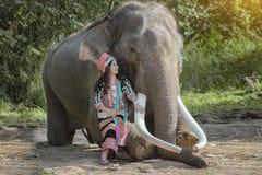 Elefant och mahout royaltyfri foto