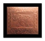 Elefant som utföra i relief på ett kopparark royaltyfri bild