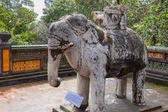 Elefante alla tomba di Khiem del Tu Duc in Hue Vietnam fotografia stock libera da diritti