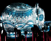 Elefante azul e branco - luzes de China fotografia de stock