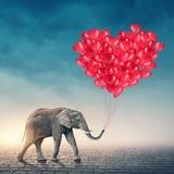 Elefante com balões vermelhos Imagens de Stock Royalty Free