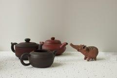 Elefante da argila e potenciômetro de argila três Imagem de Stock