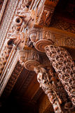 Elefante de madeira que cinzela colunas Imagem de Stock