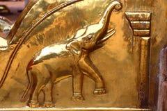Elefante de oro Elemento del templo hindú Swami Temple de Janardana Fotografía de archivo libre de regalías