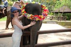 Elefante del bambino e della donna Fotografie Stock Libere da Diritti
