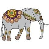 Elefante di scarabocchio del tatuaggio di Mehndi colorato nello stile indiano per le carte illustrazione vettoriale