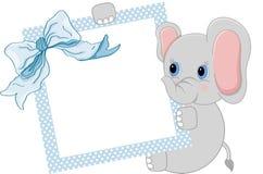 Elefante do bebê que guarda o quadro e a fita azuis ilustração royalty free