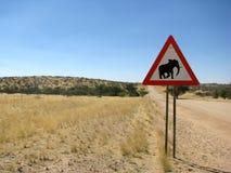 Elefante do sinal de estrada de Namíbia Imagens de Stock