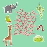 Elefante e girafa do papagaio do pássaro no jogo verde do labirinto do fundo para crianças prées-escolar Ilustração do vetor Imagens de Stock