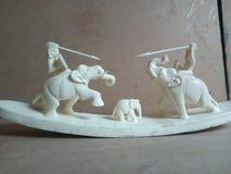 Elefante e tigre do osso da caça Imagens de Stock