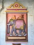 Elefante en la pared de piedra Fotografía de archivo libre de regalías