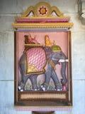 Elefante en la pared de piedra Imagen de archivo