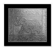 Elefante gravado em uma folha do peltre foto de stock royalty free