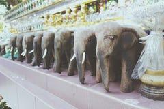 Elefante hecho a mano de madera Imágenes de archivo libres de regalías