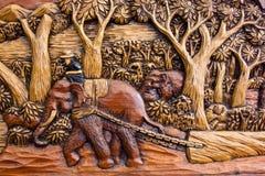 Elefante intagliato sul lavoro immagine stock