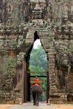 Elefante na porta de Angkor Thom, Cambodia Fotografia de Stock