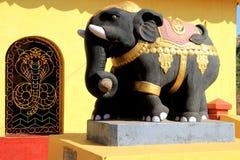 Elefante pintado do cimento imagens de stock royalty free