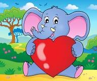 Elefante que guarda a imagem 2 do tema do coração Foto de Stock Royalty Free