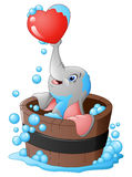Elefante que joga um coração na banheira ilustração stock