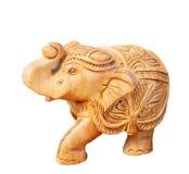 Elefante scolpito di legno isolato su fondo bianco Immagine Stock Libera da Diritti
