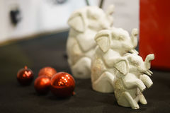 Elefantes decorativos del juguete en la Navidad Clouse para arriba foto de archivo libre de regalías