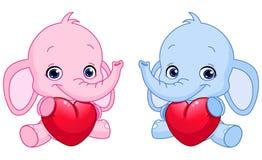Elefantes do bebê que prendem corações Imagens de Stock