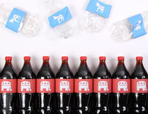 Elefantes e asnos republicanos de Democrata nas garrafas da bebida Fotos de Stock