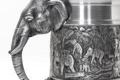 Elefantes en superficies de metal Imagen de archivo