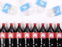 Elefantes y burros republicanos de Demócrata en las botellas de la bebida Fotos de archivo