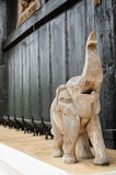 Elefantholzschnitzen stockfotografie