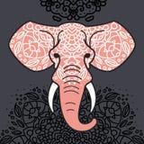 Elefanthuvud med en blom- prydnad arkivbild