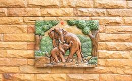 Elefanti ceramici su una parete Immagine Stock Libera da Diritti