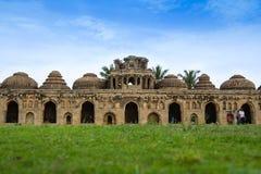 Elefantstall på Lotus Mahal, Hampi Royaltyfri Foto