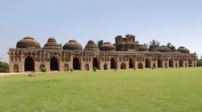 Elefantstall på Vijayanagara Arkivbild