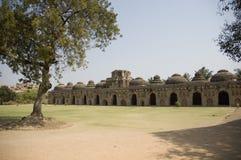 Elefantstallet på Hampi i Karnataka, Indien Byggt i det 14th århundradet, inhyste det konungens elefanter Det är en UNESCO royaltyfria bilder