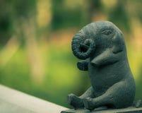 Elefantstatue auf Unschärfehintergrund lizenzfreie stockfotografie
