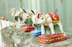 Elefantstatue im Geisthaus lizenzfreie stockbilder