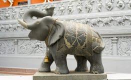 Elefantstaty på den hinduiska templet Arkivbild