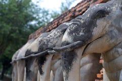 Elefantstatyer av Wat Chang Lom arkivfoton
