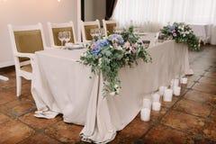 Eleganccy ślubu stołu dekoraci kwiaty Zdjęcia Royalty Free