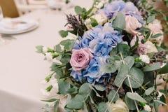 Eleganccy ślubu stołu dekoraci kwiaty Zdjęcia Stock