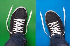 Eleganccy błękitni gym buty z białymi koronkami Zdjęcie Stock
