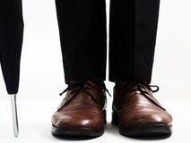 Eleganccy mężczyzna ` s buty i parasol Obrazy Stock