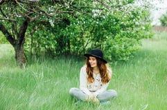 Eleganccy wiosna czecha stroje Być ubranym białego bla i pulower Zdjęcie Royalty Free