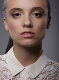 elegance Senhora carismática luxuoso com Lacy Collar branco foto de stock