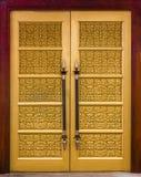 Eleganci cyzelowania drewniany drzwi Fotografia Stock