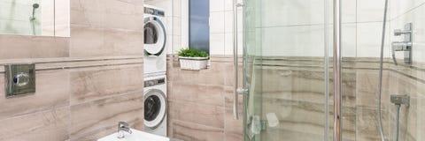 Elegancka łazienka z pralnianym terenem obraz royalty free