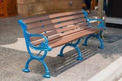 Elegancka ławka na footpath Zdjęcie Royalty Free