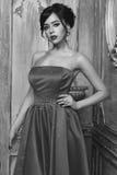 Elegancka dama jest ubranym balową togę Obraz Stock